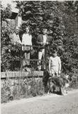 Na zápraží kapličky rok 1975